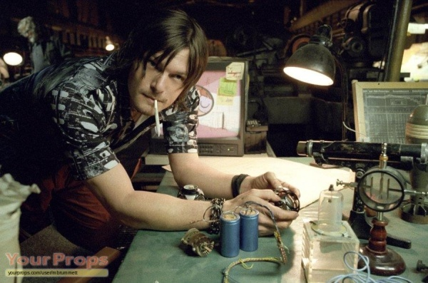 blade-2-scud-s-norman-reedus-screen-worn-head-torch-5