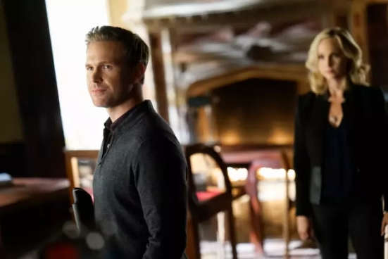 i-only-want-to-be-a-history-teacher-the-originals-s5e12 (1)